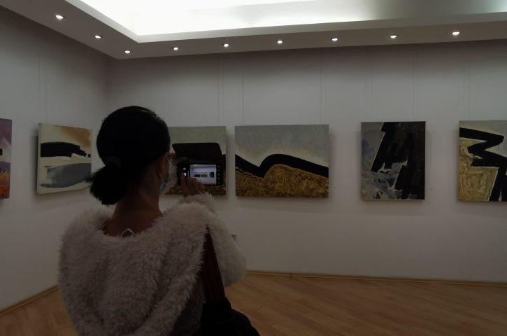 Евгени Цанов изследва цвета в новата си изложба